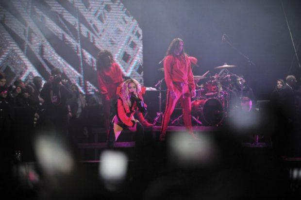 Koncerti madhështor/ Rita Ora 'e ndezi' Prishtinën në 10 vjetorin e pavarësisë (FOTO)