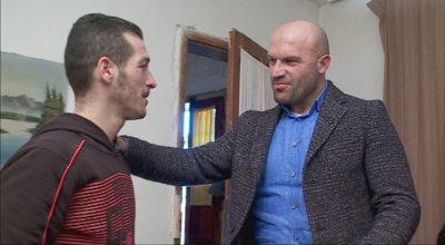 Rrëfimi i ndjerë i kampionit të boksit: Kam larë pjata për të shlyer borxhet, dorezat e para i bëra me lesh dhie