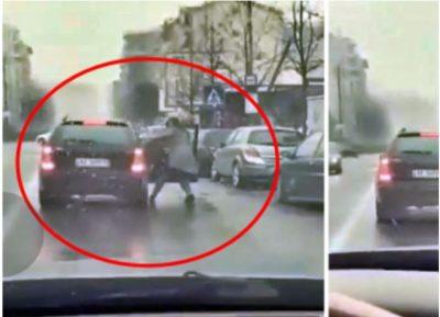 VIDEO/ Vajza donte të zbriste nga makina, por shikoni çfarë i bën djali në Shkodër
