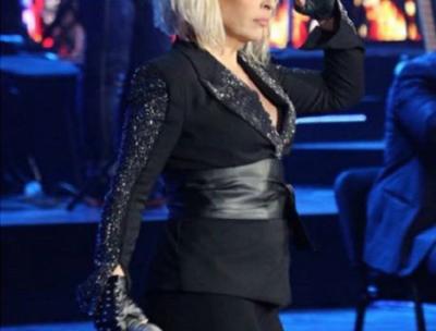 Këtë nuk e paskemi ditur! Këngëtarja shqiptare dizenjon prej vitesh veshjet e saj (FOTO)