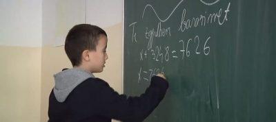 9-vjeçari shqiptar mahnit ekspertët: 'Duhet të kalojë patjetër në klasën e tetë!'
