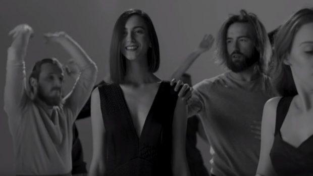 """Ajola Xoxa realizon klipin zyrtar të Eugent Bushpepës, këngëtari me """"look"""" të ri (VIDEO)"""