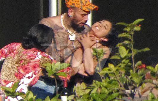 Mbas BUMIT të madh që pati me Rihanën / Tani Chris Brown kap për fyti ..(FOTO)