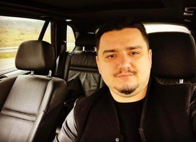 Pas rënies drastike në peshë, këngëtarin e famshëm shqiptar nuk keni për ta njohur më (FOTO)