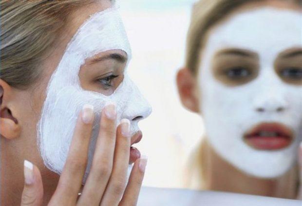 Doni të ndiheni të freskët dhe joshës/ Ja çfarë maske duhet të përdorni