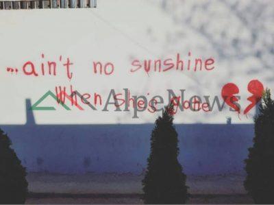 """""""Nëse ajo ikën, nuk lind as dielli""""/ Kur dashuria shkruhet dhe në… MURE (FOTOLAJM)"""