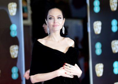 Angelina Jolie pas ndarjes gjen partnerin e ri/  Më në fund zbulohet se kush është