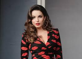 Armina Mevlani vjen sërish furishëm/ Ajo duket kaq sensuale në këto imazhe (Foto)