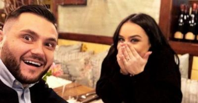 """Xhensila QAN dhe i shtrëngon dorën Besit, ai e """"TALL"""" në rrjete sociale: Mos i thoni gjë… (FOTO)"""