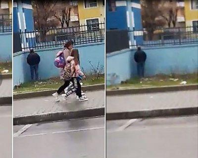 Burri nga Elbasani urinon dhe kryen veprime të turpshme para nxënësve (VIDEO)