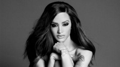 """""""Mund të jem supermodelja jote"""", Dafina Zeqiri 'provokon' keq fansat, ekspozon vithet dhe… (FOTO)"""