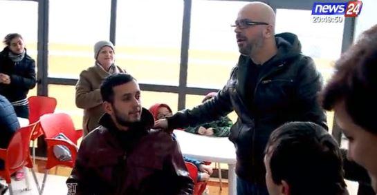 """Rrëfeu dramën e jetës tek """"Shqiptarët për Shqiptarët"""", të riut jetim i ofrohet punë LIVE në emision"""