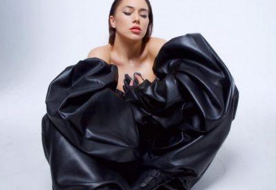Pas Elvana Gjatës, edhe kjo këngëtare shqiptare ka gati albumin e saj të parë ndërkombëtar (FOTO)