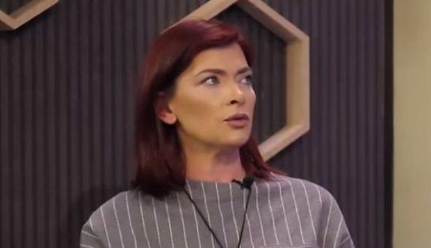 Ema Andrea ia thotë LIVE kantautorit të njohur: TË DUA! (VIDEO)