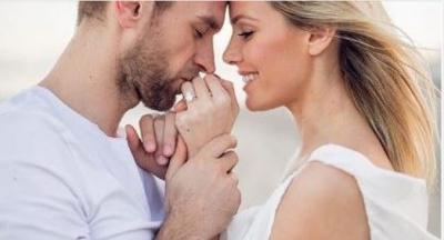 """Filluan dhuratat e dasmës. Mikeshat e Afërdita Dreshajt kanë një """"porosi seksi"""" për çiftin… (FOTO)"""