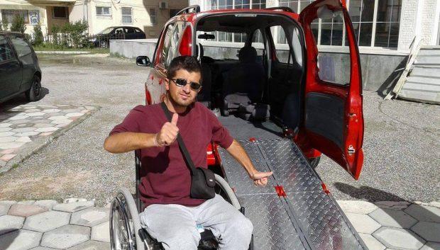 Njihuni me Flamurin nga Durrësi: Si ndërtova karrierë të hekurt në karrige me rrota