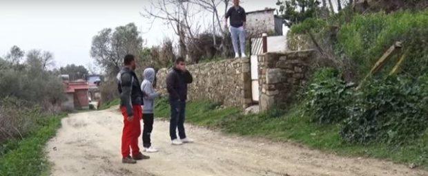 Fshati shqiptar po le burrat beqarë: Nuk ka rrugë për nuset!