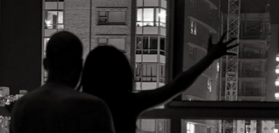 Fut të dashurën në shtëpi, komshijet spiunojnë adoleshentin (VIDEO)