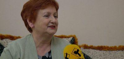63 vjeçarja shqiptare: Nuk jetoj dot pa Facebook, për neve paska qenë jo për të rinjtë