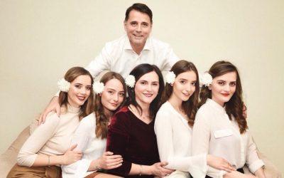 Ish-kryeministri i Kosovës feston ditëlindjen, duket mrekullueshëm me familje (Foto)