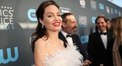 Këngëtari shqiptar për Angelina Jolie: Jetën tjetër do jeni gruaja ime