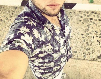 Këngëtari shqiptar shokon publikun me rrëfimin e tij: Prindërit më dhuruan, por… (FOTO)