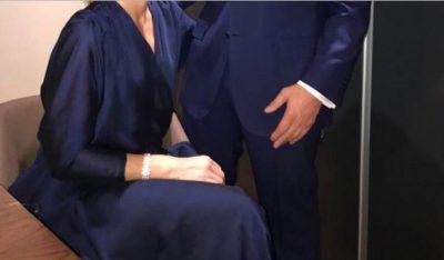 """Kryeministri me bashkëshorten vishen njësoj, """"vjedhin"""" vëmendjen e publikut (FOTO)"""