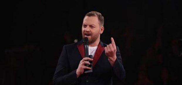 """Si reagon Ledioni kur e kritikojnë live për """"pikën e dobët"""""""