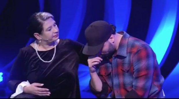 Ledri Vula nuk i mban dot lotët në emision, çfarë e preku kaq shumë këngëtarin? (VIDEO)