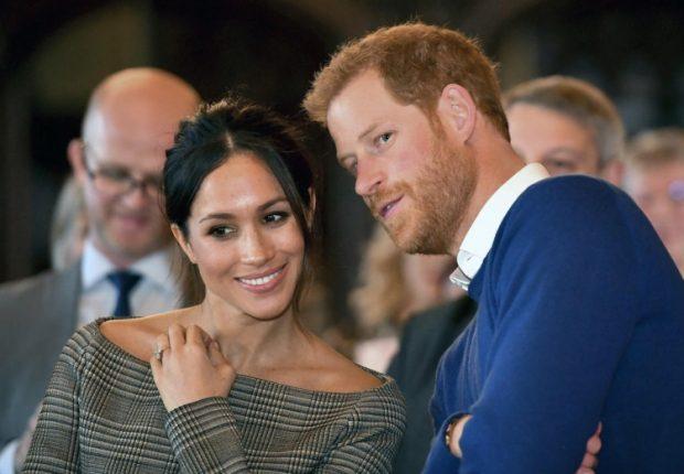 A jeni kurioz?! Publikohen ftesat e dasmës së çiftit mbretëror (FOTO)