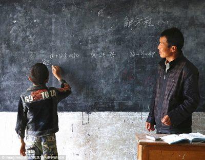 Njihuni me mësuesin e devotshëm, shkon në shkollë vetëm për 1 nxënës