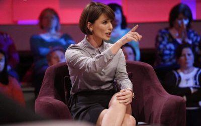 Mira Kazhani shpërthen ne top show: Boll me gazetarinë që shkon tek familja