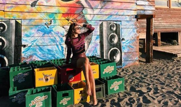 Habit bukuroshja shqiptare: Nga modele super sexy e zbuluar, mbulohet me shami