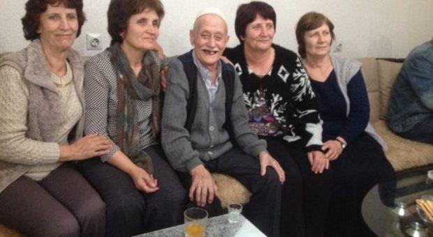Babai nuk u kishte treguar se kishin një vëlla, motrat shqiptare e takojnë pas 72 vitesh