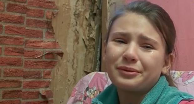 Nënë e bijë të zhytura në varfëri, 11-vjeçarja mes lotësh: Lus zotin të kem bukë të ha!