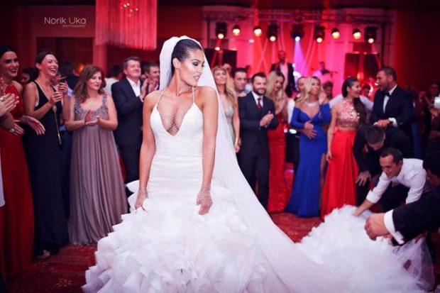 Dasmat e VIP-ave ndër vite, kush është nusja shqiptare më e bukur? (FOTO)