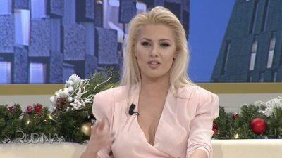"""""""NUK E DI SI TË LË…""""/ Olta Gixhari poston foton seksi me bikini, Xhemi ka një koment (FOTO)"""