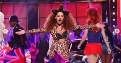 Rita Ora tërbohet/ Shfaqen në skenë si tigreshë seksi (FOTO)