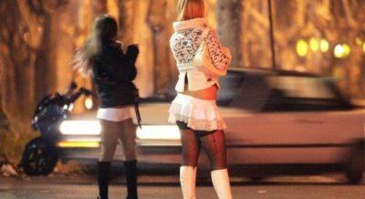 Prostitucioni në krizë, plas sherri mes vajzave për klientët (VIDEO)