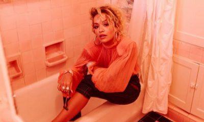 Pa pikë turpi, Rita Ora depilohet dhe kap gjoksin me dorë para 13 milion personave! (FOTO)