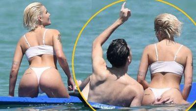 ''MAT!'' Reperi i famshëm shihet në momente intime duke kapur tangat këngëtares në plazh (FOTO)