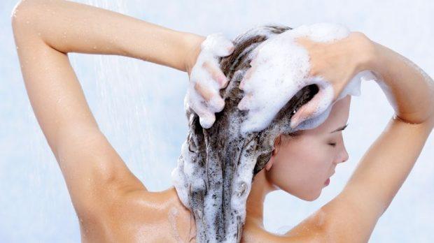 Përdor të parën shampon apo balsamin? Paskemi vepruar gjithë jetën gabim