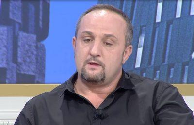 """Flet moderatori shqiptar: """" Kandidimi për deputet ka qenë gomarlliku më i madh!"""""""