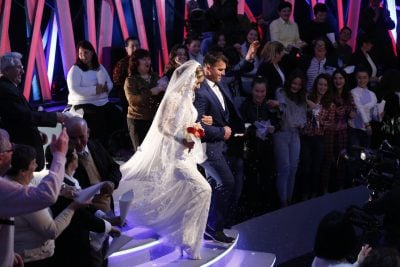 Nuk e ftoi shoqen e ngushtë në dasmë, vishet nuse për herë të dytë