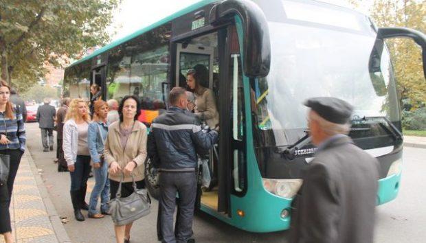 Këto janë 9 situata qesharake që i kupton vetëm kush përdor autobusin (FOTO)