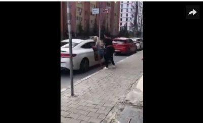"""U mor me një """"burrë të zënë"""", vajzën e nxjerrin nga makina dhe i shkulin flokët"""