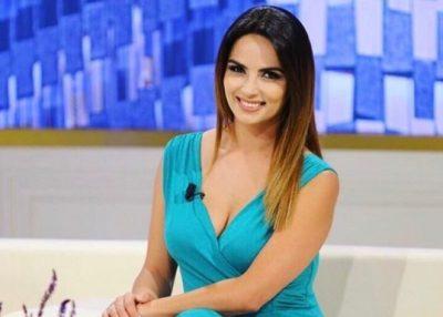 E PAPRITUR! Martohet moderatorja e njohur shqiptare? Shfaqet me fustan nuserie dhe… (FOTO)