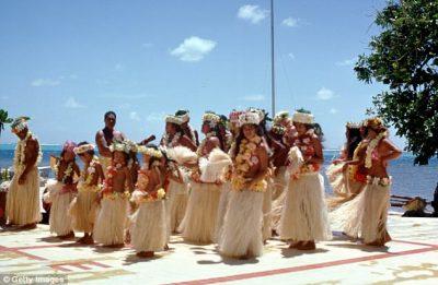 Shefi i ëndrrave: Aktori i famshëm çon stafin prej 500 vetash në Hawaii për pushime