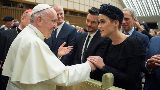 Katy Perry dhe Orlando Bloom bekojnë dashurinë? Takohen me Papën në Romë