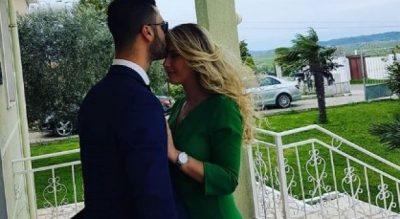 DO TË NGELNI PA FJALË/ Erik Lloshi prezanton të fejuarën por ajo nuk është…(FOTO)